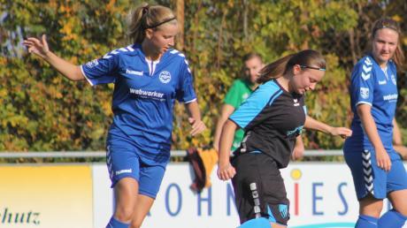 Jennifer Seybold (rechts) und die SG Petersdorf/Hollenbach setzten sich gegen Alicia Ziermeir und die SG Inchenhofen/Ecknach durch.