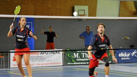 Knapp übers Netz reicht auch: Annika Oliwa und Florian Berchtenbreiter im Mixed beim 8:0 gegen den ESV München am ersten Heimspieltag der Saison. Jetzt gilt es gegen Marktheidenfeld und Nürnberg die Spitze zu verteidigen.