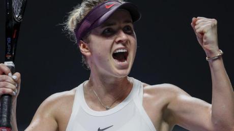 Titelverteidigerin Jelina Switolina hat sich bei den WTA Finals in Shenzhen für das Halbfinale qualifiziert. Foto: Andy Wong/AP/dpa