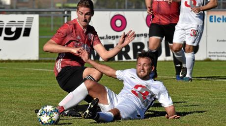 Ein Tor reichte dem SV Fuchstal (rote Trikots) zum Sieg gegen den TSV LandsbergII. Auch wenn der TSV nun vier Punkte Rückstand auf den Relegationsplatz hat: Mit einer ähnlichen Leistung sollte ein Dreier gegen Raisting II drin sein.
