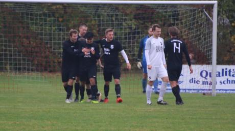 Freude beim FC Rennertshofen, Ärger beim SV Klingsmoos: Das temporeiche und emotionale Spitzenspiel der Kreisklasse Neuburg endete 5:4.