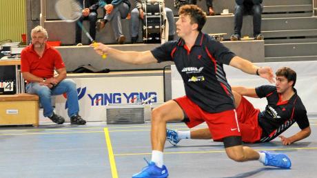 Tobias Güttinger (vorne) und Michael Teuber (am Boden) verloren gegen Marktheidenfeld II zwar das gemeinsame Doppel in drei umkämpften Sätzen, gewannen dann aber sicher ihre Einzel.