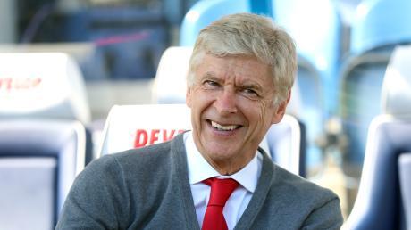 Arsène Wenger ist ein angesehener und erfahrener Trainer – und hätte gerade Zeit.