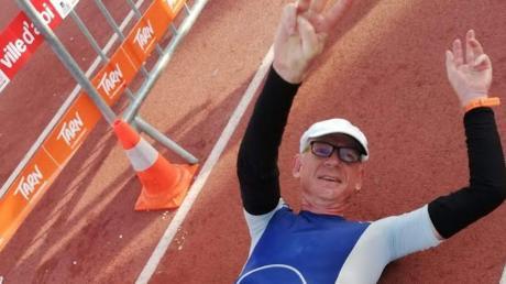 Geschafft, aber glücklich: Jens-Uwe Brack aus Breitenthal nach dem Zieleinlauf im 24-Stunden-Rennen in Albi (Frankreich).