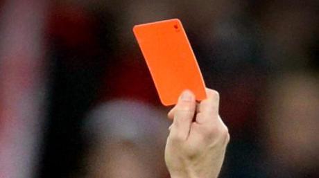 Bei einem Fußballspiel in Edelstetten kam es zu einer Schlägerei. Dafür gab es nach dem Abpfiff noch eine rote Karte.