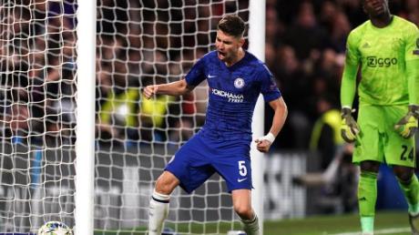 Chelsea-Profi Jorginho feiert seinen Treffer zum zwischenzeitlichen 3:4. Foto: John Walton/PA Wire/dpa