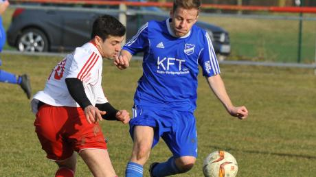 Tobias Nitbaur (rechts) ist Kapitän des FC Donauried. Mit seinem Team kickt er jetzt die fünfte Saison in Folge A-Klasse. Die Kreisklassen-Rückkehr steht in dieser Spielzeit wohl nicht mehr zur Debatte.
