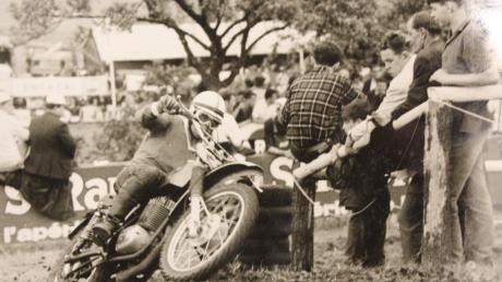 Otto Remmele fährt 13 Jahre aktiv Motocross-Rennen. Später ist er Fahrervertreter, Sportleiter, zweiter und erster Vorsitzender der Motorsportfreunde Mindelheim.