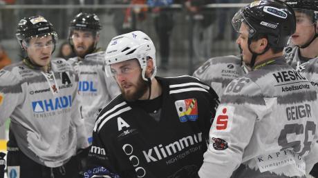 Die Burgauer Eisbären auf der Suche nach Überzahl-Toren: Erhält die erste Reihe mit Dennis Tausend bei diesen Gelegenheiten zu wenig Eiszeit?