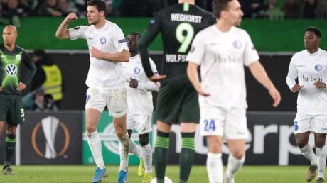 Gents Roman Yaremchuk (2.v.l) bejubelt sein Tor zum 1:1 gegen den VfL Wolfsburg. Foto: Peter Steffen/dpa