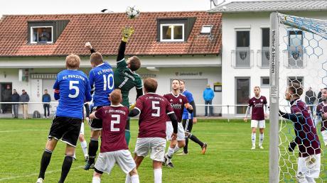 Zum Saisonauftakt trafen Jahn Landsberg (rote Trikots) und Penzing aufeinander – die Partie endete 1:1. Auch im Rückspiel gab es keinen Sieger.