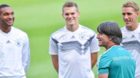Hier finden Sie Infos zum DFB-Team: Termine und EM Fahrplan 2020 - Deutschlands Weg zur Europameisterschaft.