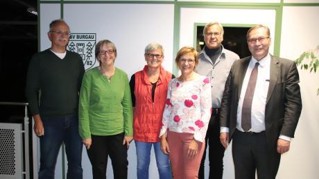 Dieses Team wurde von den Delegierten des TSV Burgau zur Vorstandschaft gewählt. Bürgermeister Konrad Barm (rechts) wünschte der Gruppe viel Erfolg: (v.l.) Präsident Thomas Auinger, Schatzmeisterin Marianne Jobst, Schriftführerin Evi Benda, Jugendleiterin Inge Kraus und Vizepräsident Gerhard Müller.
