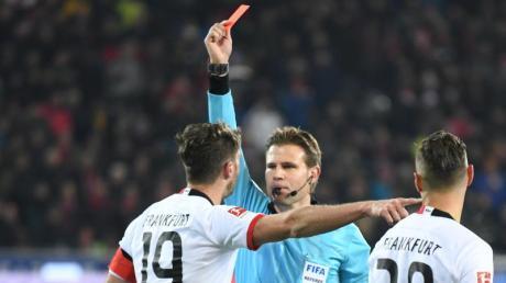 Eintracht Frankfurt muss einige Wochen auf David Abraham verzichten. Foto: Patrick Seeger/dpa