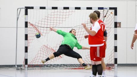 Und wieder hat es im Tor eingeschlagen: Die Handballer des TSV Neuburg um Torhüter Andreas Mendel mussten sich bei der MBB SG Manching II mit 16:27 geschlagen geben.