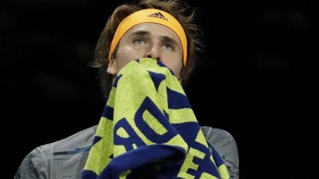 Alexander Zverev hatte gegen Stefanos Tsitsipas keine Chance. Foto: Kirsty Wigglesworth/AP/dpa