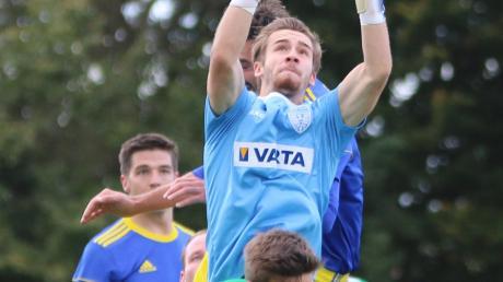 Torwart Fabian Dorschky vom TSV Nördlingen II hielt gegen den FC Affing (2:0) seinen Kasten sauber. Großen Anteil daran hatte auch Abwehrspieler Tim Reule (vorne).