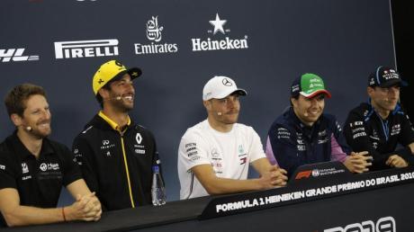 Gelangweilt von Vergleichen mit Nico Rosberg: Valtteri Bottas (M) bei der Pressekonferenz zum Rennen in Brasilien.