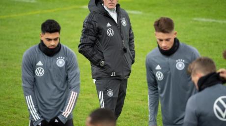 Arbeitet an einer Lösung für die fehlenden Spieler: Bundestrainer Joachim Löw.