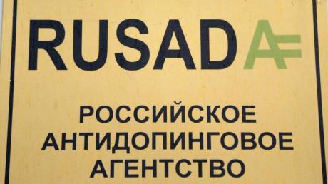 Das Schild der russischen Anti-Doping-Agentur RUSADA in Moskau. Foto: Maxim Shipenkov/EPA/dpa