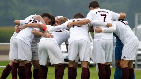 Der FC Mertingen ist gegen den SV Holzkirchen in der Favoritenrolle. Dennoch erwartet der FCM eine engere Partie, als im Hinspiel. Da heißt es Köpfe zusammenstecken und einen möglichst guten Plan haben.