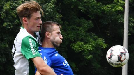 Im Hinspiel forderten die Ichenhauser um Mateusz Staron (rechts) den FC Gundelfingen ziemlich, unterlagen aber am Ende mit 0:2 im eigenen Stadion. Nun steht das Rückspiel in Gundelfingen an.