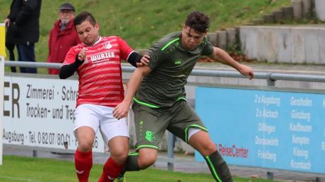 Manuel Steinherr (links gegen Stätzlings Robin Widmann) und der kriselnde FC Affing empfangen ausgerechnet Angstgegner Meitingen.