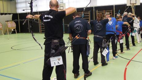 Voll besetzt mit Teilnehmern waren die Stände bei der Gaumeisterschaft im Wettbewerb Bogen-Halle in der Mertinger Schulturnhalle.