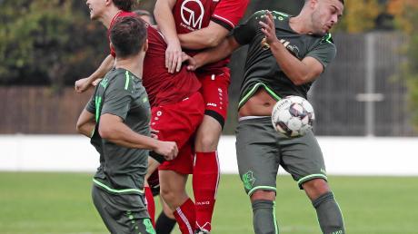 """Markus Weigl (Mitte) hat zuletzt den Vorzug auf der zentralen Stürmerposition erhalten.  """"Markus hat die Sache in Ecknach sehr gut gemacht und sich die Chance verdient."""""""