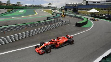 Fuhr beim Training zum Grand Prix von Brasilien die schnellste Runde: Sebastian Vettel im Ferrari. Foto: Nelson Antoine/AP/dpa