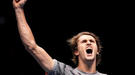 Alexander Zverev feiert seinen Sieg gegen Daniil Medwedew. Foto: John Walton/PA Wire/dpa