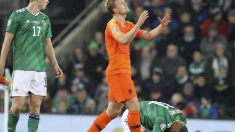 Der Niederländer Matthijs de Ligt (M) aus den Niederlanden hadert mit einer vergebenen Chance. Foto: Peter Morrison/AP/dpa