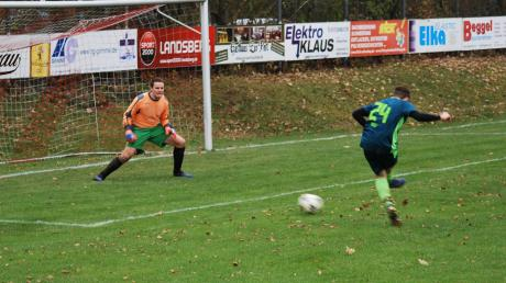 Diese Top-Chance ließ Alexander Wolf von der SG Amberg/Wiedergeltingen im Spiel gegen den SV Mattsies noch liegen. Wenige Minuten später markierte er jedoch den Siegtreffer für die Spielgemeinschaft.