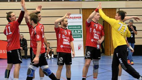 Ihre beste Leistung der Saison zeigten die Handballer des VfL Günzburg beim Sieg gegen Coburg. Yannick Meye, Daniel Jäger, Julian Ruckdäschel, Pascal Buck und Patrick Rösch (von links) waren damit – zumindest eine Nacht lang – Tabellenführer der Bayernliga.