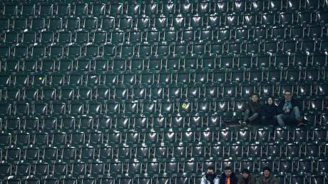 In Mönchengladbach beim Spiel der DFB-Elf gegen Weißrussland blieben etliche Tribünen weitgehend unbesetzt. Foto: Federico Gambarini/dpa
