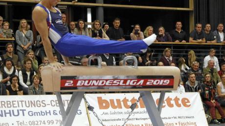 Für die Turner des TSV Buttenwiesen – hier am Seitpferd Daniel Kehl – bedurfte es auch in dieser Saison einen Kraftakt, um in der 2. Bundesliga zu bleiben.