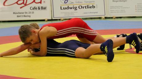 Korbinian Krupna (rotes Trikot) gewann seine Kämpfe gegen Kottern.
