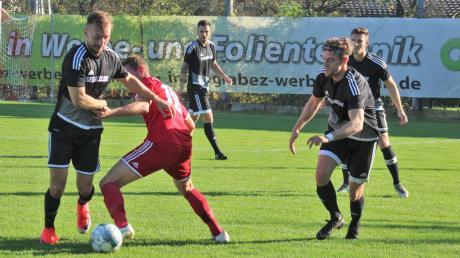 Matthias Fischer (links) zählte in den letzten Wochen zu den Leistungsträgern beim TSV Friedberg. Am Sonntag muss er sich mit seinen Kollegen Patrick Bülles (rechts) beim TSV Ottobeuren bewähren.