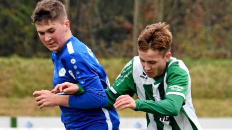 Einen Schritt mehr als der Gegner machten Jonas Schneider und seine Mitspieler vom FC Gundelfingen zuletzt im Derby gegen den SC Ichenhausen (links Tim Dopfer). Dadurch konnte der FCG trotz einer schwächeren Leistung mit 2:0 gewinnen. Nun steht das Auswärtsspiel beim FV Illertissen II an.