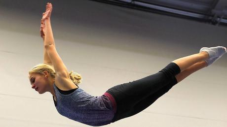 Als großes Talent entpuppt sich Emily Ullman, die sich bei den schwäbischen Meisterschaften in Immenstadt ins Finale turnen kann.