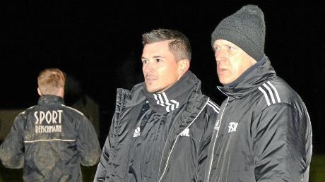 Beobachteten das Training des FC Memmingen genau: Co-Trainer Candy Decker (links) und der neue Cheftrainer Esad Kahric (rechts).