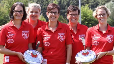 Die Frauen des TSV Kühbach kämpfen in Italien um Europas Eisstockkrone: (von links) Lisa Seitz, Regina Gilg, Veronika Filgertshofer, Marianne Weigl und Franziska Schwertfirm.