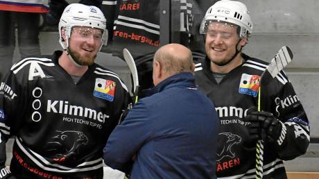 David Zachar (rechts) und Mario Seifert wollen gerne wieder lachen nach einem Spiel. Wenn es nach Trainer Stanislav Hlozek geht, schon am Sonntag gegen den EV Fürstenfeldbruck.