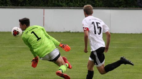 Friedbergs Keeper Markus Zimmermann konnte einem beim 0:7 in Ottobeuren leid tun, seine Abwehr erwischte einen rabenschwarzen Tag.