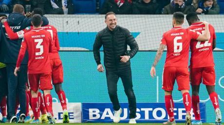 Besser hätte das Trainer-Debüt für Achim Beierlorzer (M) bei Mainz 05 nicht laufen können.