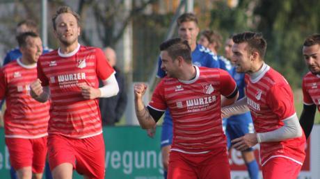 Erleichterung beim FC Affing: Im Derby beim VfL Ecknach siegte der FCA mit 5:1 und beendete eine durchwachsene Herbstrunde versöhnlich. Die Bilanz fällt bei den Bezirksligateams aus dem Wittelsbacher Land unterschiedlich aus.