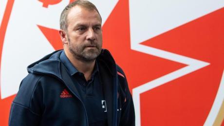 Ist mit Bayern München in Belgrad gefordert: Trainer Hansi Flick.