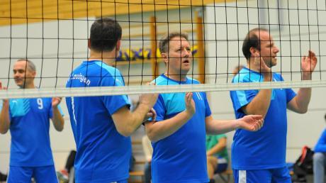 Erfolgreiche Selbst-Anfeuerung: die TVL-Volleyballer Ingo Vincon (von links), Stefan Libera, Volker Konle und Frank Engelniederhammer.