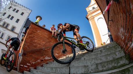 So wird der Mountainbiker Georg Egger auch im kommenden Jahr wieder durch die Krumbacher Innenstadt flitzen. Dann ist das Rennen aber offiziell Teil der Mountainbike-Bundesliga. Der MSC Wiesenbach bekam als Ausrichter den Zuschlag.