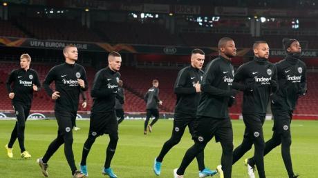 Die Spieler von Eintracht Frankfurt stehen beim FC Arsenal unter Erfolgsdruck.